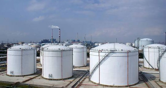 Large vertical oil storage tank